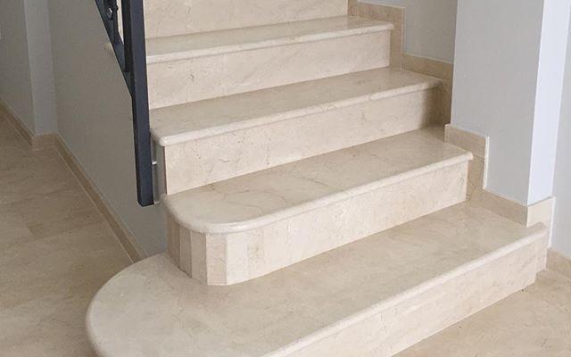 Escaleras de Mármol Crema Marfil