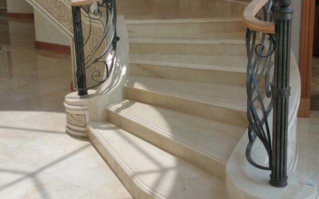 Escaleras de Crema Marfil