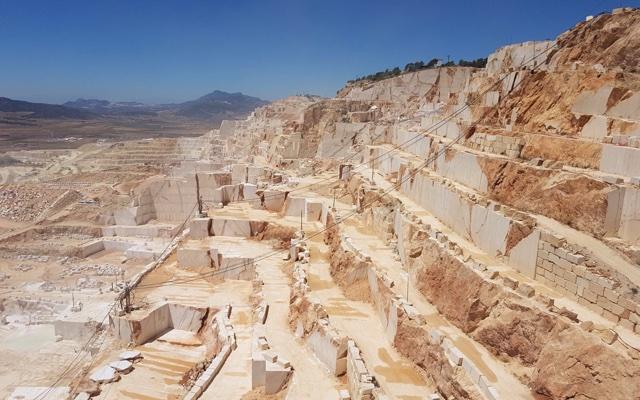 Crema Marfil Coto quarry in Pinoso, Alicante