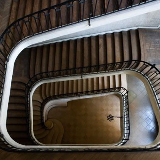 U shaped staircase with shaft