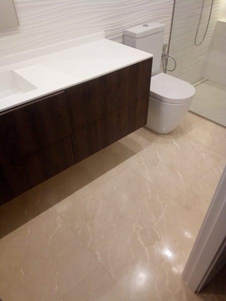 suelo de mármol para el baño