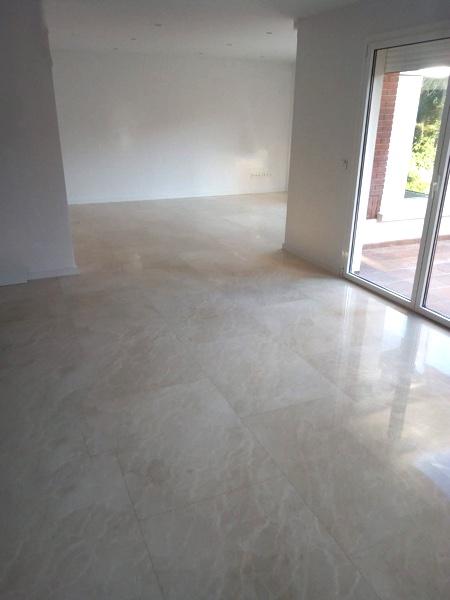 suelo de mármol crema marfil