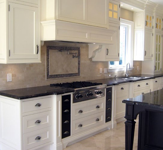Kitchen manufactured from Crema Marfil