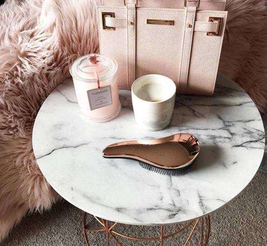 mesa auxiliar para decorar con mármol
