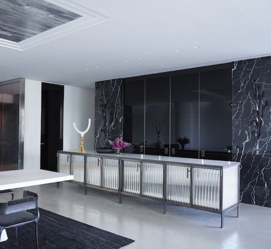 Nero Marquina marble front