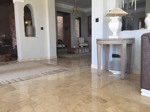 Pavimento interior de Crema Marfil