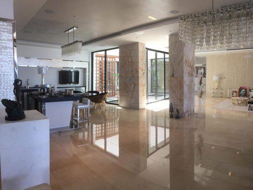 suelo interior realizado con crema marfil