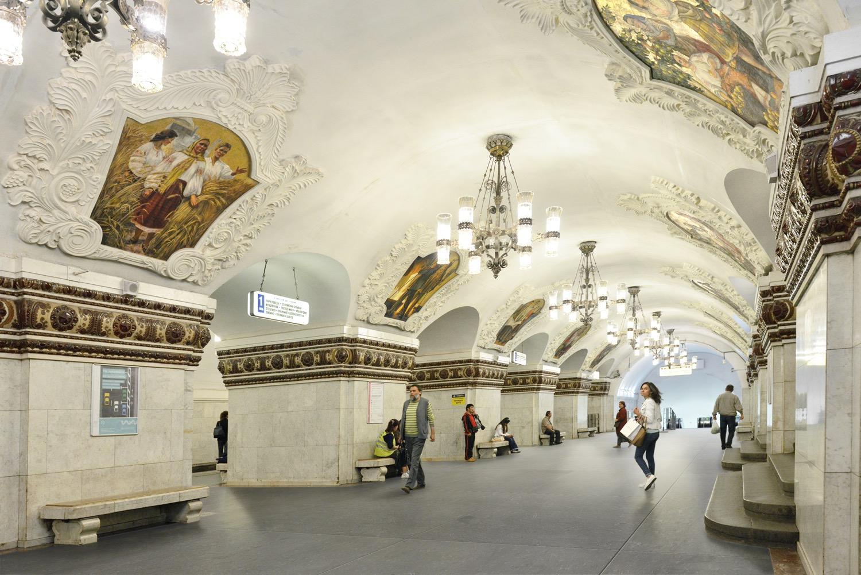 estación metro con suelo de caliza azul saint tropez