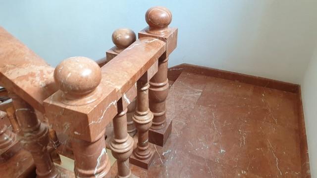 escalera de mármol rojo alicante